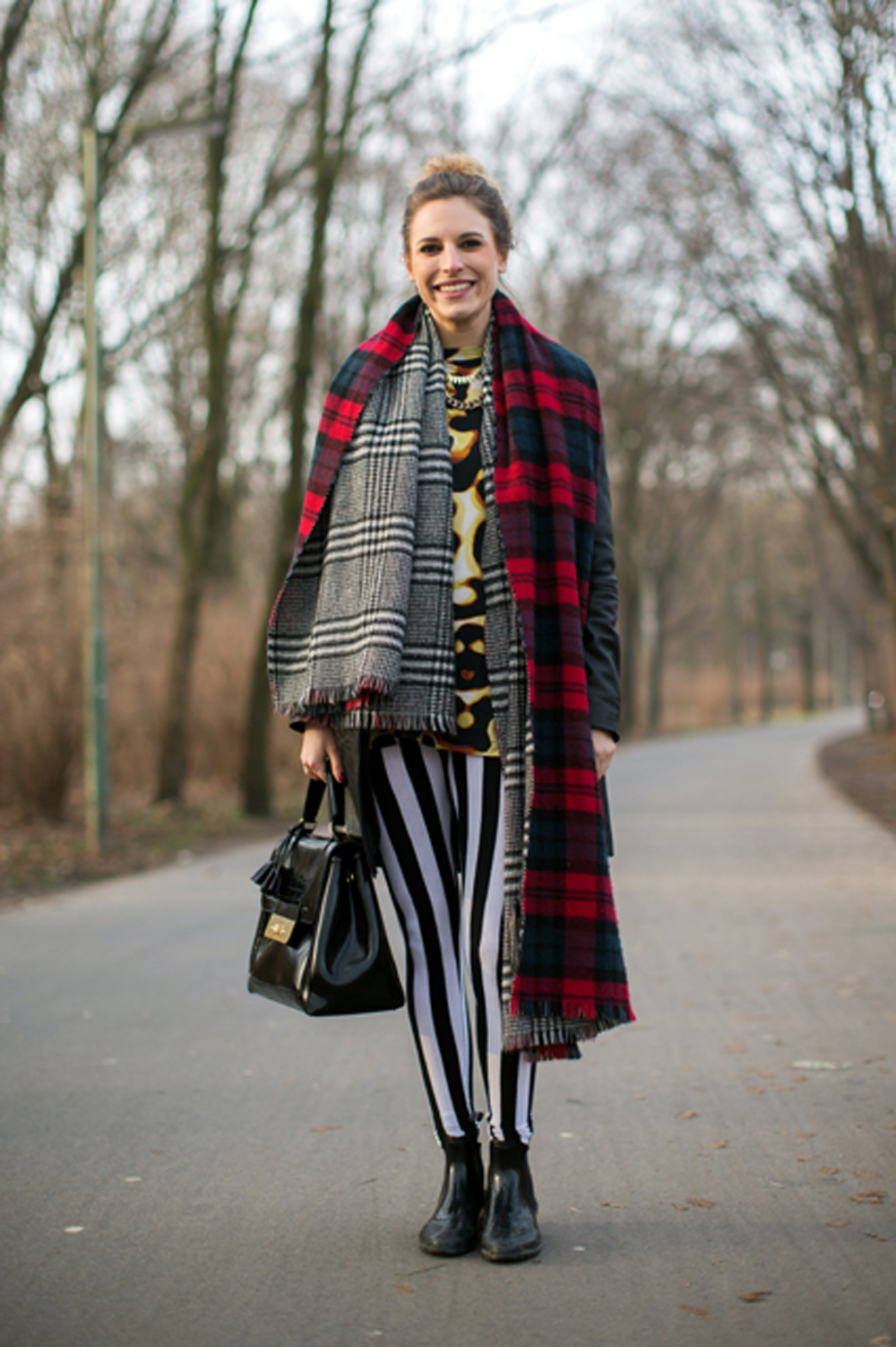 Alisa Teleps, scarf - Zara, leggings - H&M, vest - weekday, bag